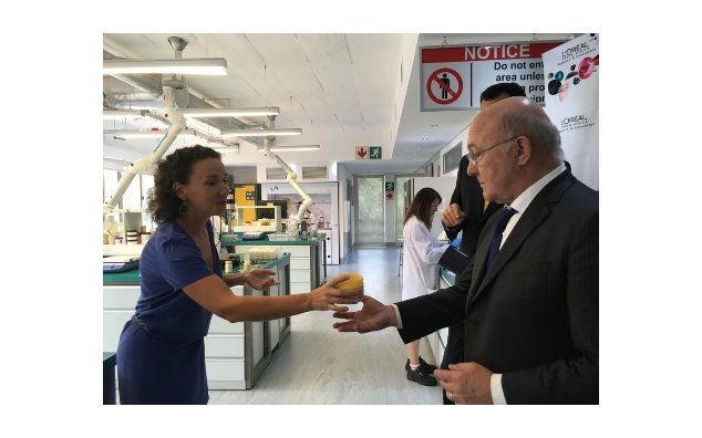 Minister Sapin visiting L'Oréal in South Africa